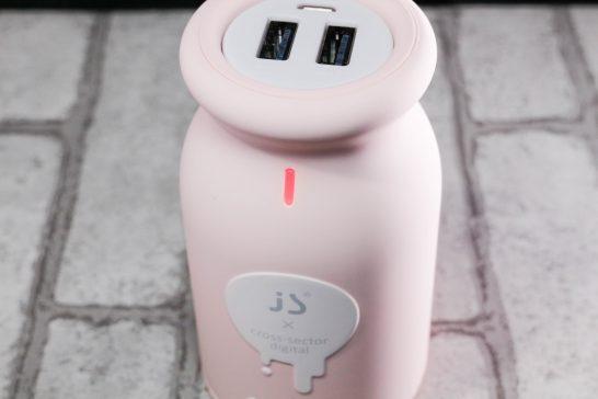 バッテリー上部にはインジケータがついています。 インジケータをタッチすると残量が少ないときは赤色に、残量が十分あるときは緑色に点灯します。