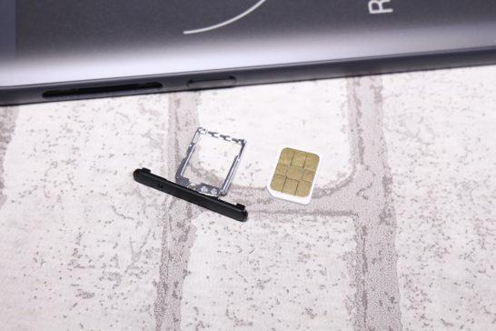 SIMサイズはnanoSIMです。