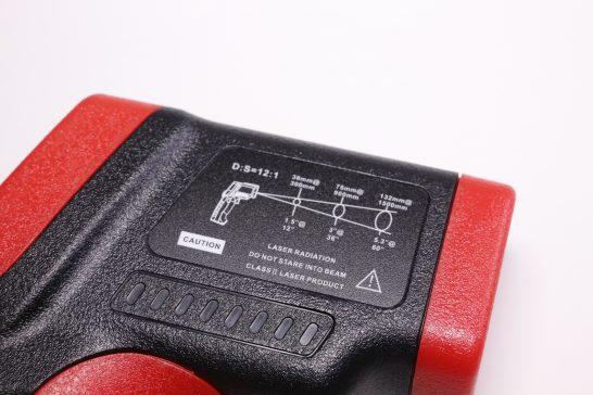 レーザーを使う商品なので警告の印字や温度の測れる範囲?の印字がされています。
