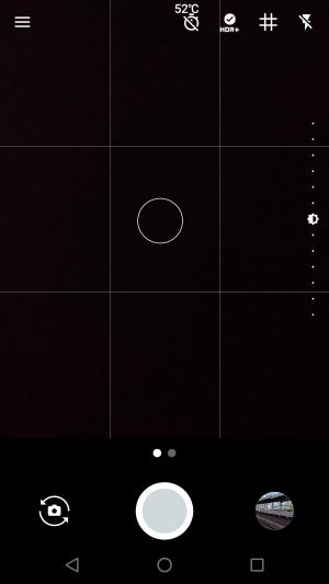 ピントを合わせると右にメモリが表示される。