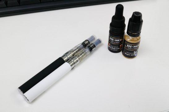 電子タバコ本体とリキッド