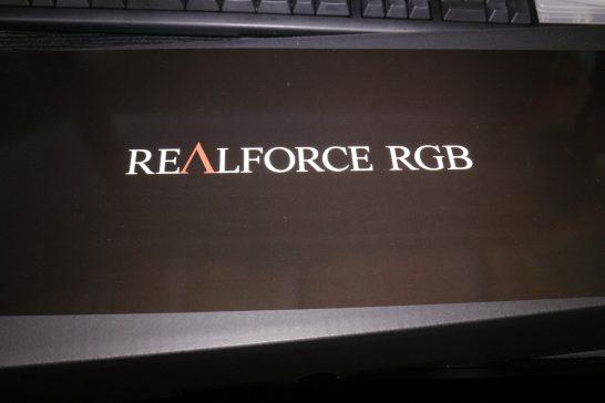 REALFORCE RGBのロゴが印字された紙